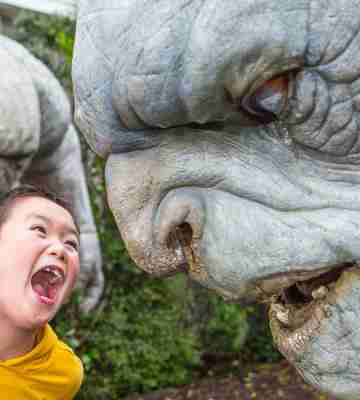 WETA tours trolls with young child yelling