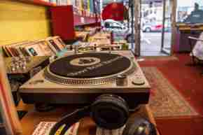 Retail Slow boat records Cuba street Johnny Hendrikus 2020 music store shopping vintage second hand 9 2 resized